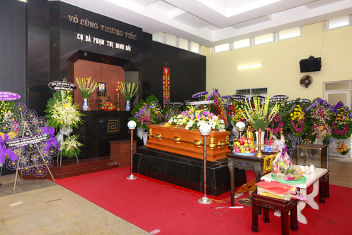 Interviewing a prospective funeral director will allow you to a get a feel for their style and ability. (Shutterstock)