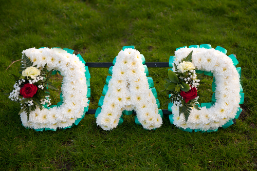 Your father's memorial should include some of his favorite songs, or other memorial songs that will convey the loss to mourners. (Shutterstock)