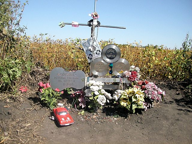 "Monument to en:Buddy Holly, en:Richie Valens, and J.P. Richardson (""en:The Big Bopper""). (Wikimedia Commons)"