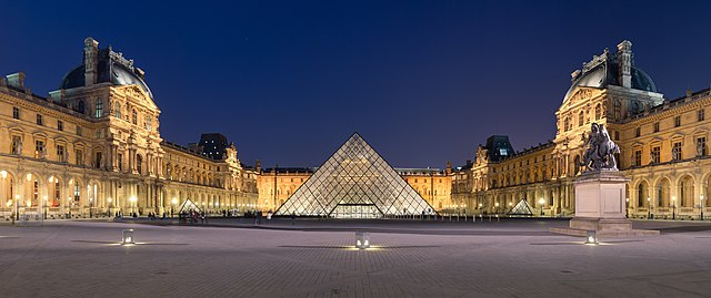 Courtyard of the Museum of Louvre, and its pyramid. (Wikimedia Commons/Benh LIEU SONG)