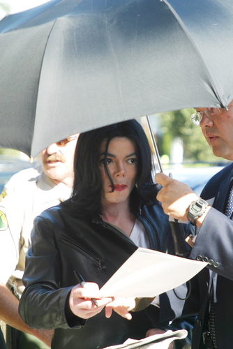 SANTA MARIA, CA - NOV 15: Michael Jackson at the courthouse in Santa Maria, California on November 15, 2002 - he was sued by the German promoter for canceling concerts. (Shutterstock)