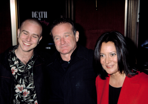 Robin Williams with hi son Zak and wife Marsha at premiere of DEATH TO SMOOCHY, NY 3/26/2002. (Shutterstock)