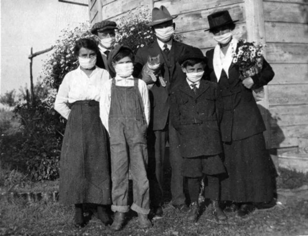 Family and their cat during the Spanish Flu, 1918. (Unknown Author/Wikimedia Commons)
