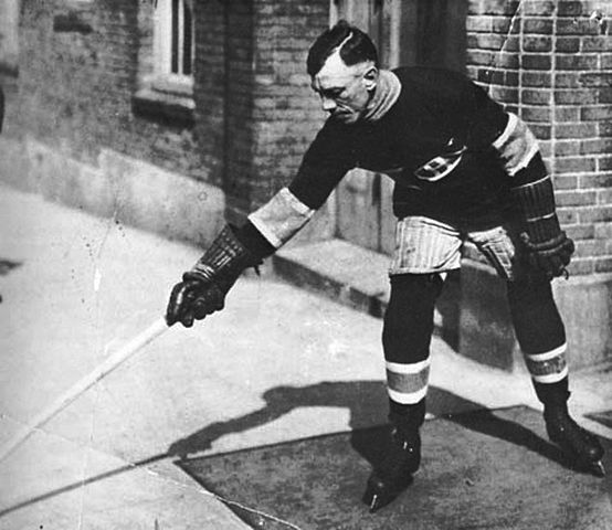 Joe Hall player of the NHL from 1917 to 1919. (Dolan, Edward F./Wikimedia Commons)