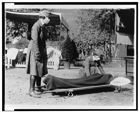 Demonstration at the Red Cross Emergency Ambulance Station in Washington, D.C., during the influenza pandemic of 1918. (Library of Congress/Wikimedia Commons)