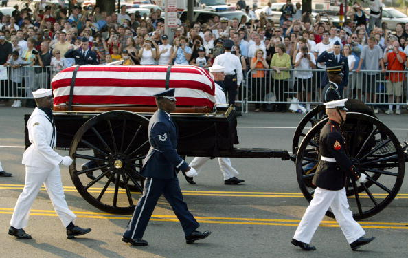 WASHINGTON - JUNE 9: A horse drawn procession carrying the body of former President Ronald Reagan makes it way down Constitution Avenue enroute to the Capitol June 9, 2004 in Washington, DC. Reagan, the 40th U.S. president, died at the age of 93 on June 5 after a ten year battle with Alzheimer's disease. Reagan's body will lie in state in the Capitol Rotunda until June 10. (Photo by Paula Bronstein/Getty Images)
