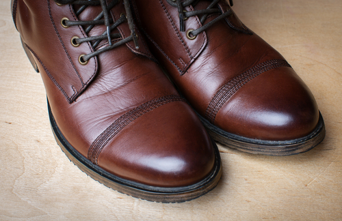 Wear dress shoes that cover your full foot, with minimal lift. (Shutterstock)