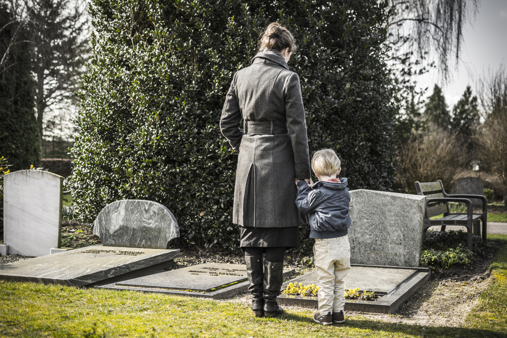 Mature children should be included in the funeral if they wish. (Shutterstock)